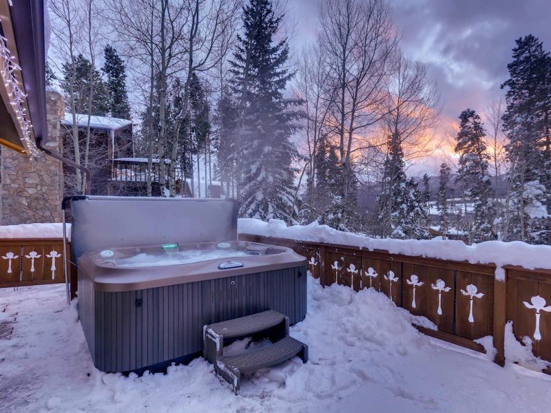 New Luxurious Breckenridge Home with Hot Tub and Mountain Views