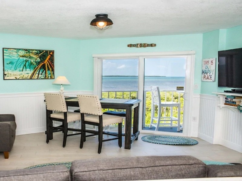 Oceanfront Paradise with Private Beach, Pool & Kayaks – Tavernier