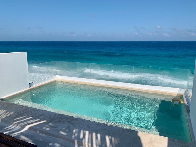 Rooftop swimming pool, Casa Amigos, Isla Mujeres