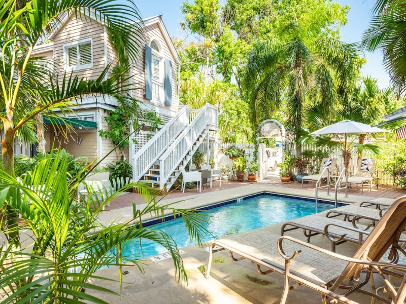 Steps Off Duval, Private Deck, Free Breakfast & Happy Hour – Key West