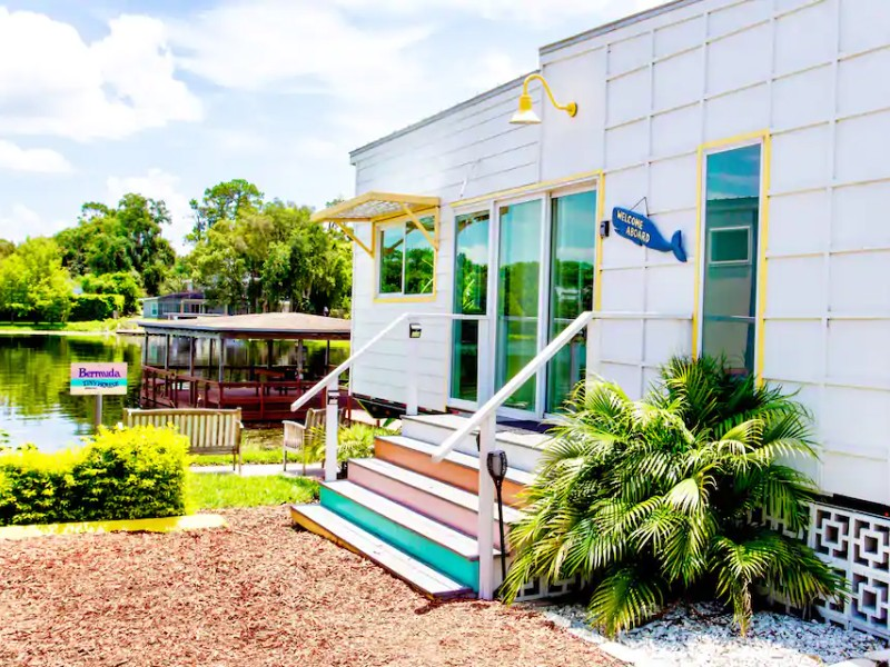 The Bermuda, Unique Tiny Home with Lakefront View
