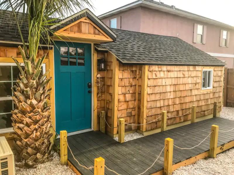 The Cedar Blue, Tiny House 1 Block From the Ocean