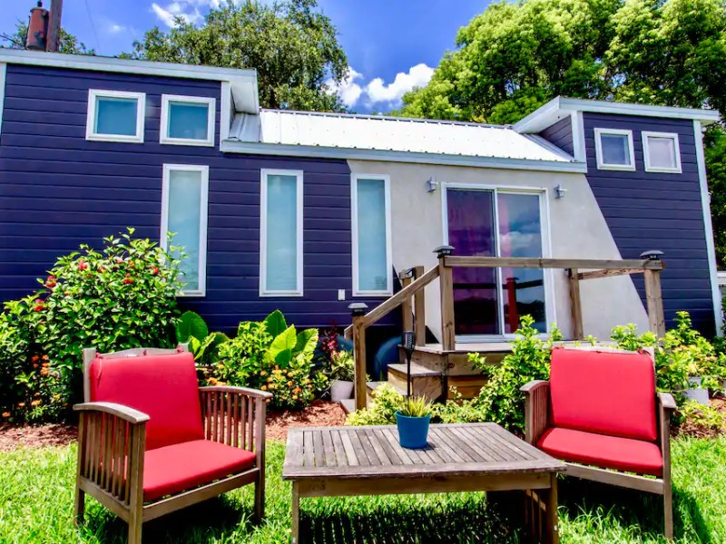 The Universal, Lakefront Tiny House