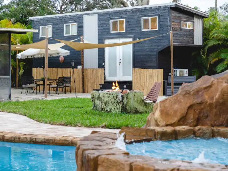 Tiny House Paradise, Pool & Spa, Slide + Beaches