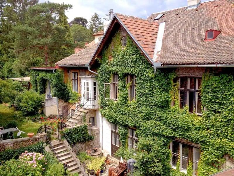 Exterior of Villa with Vienna Artists History