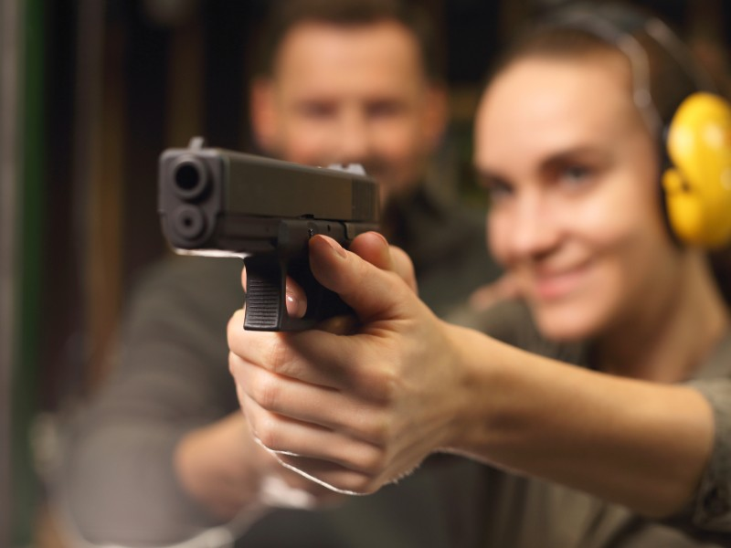 Glock, woman shoots at the shooting range