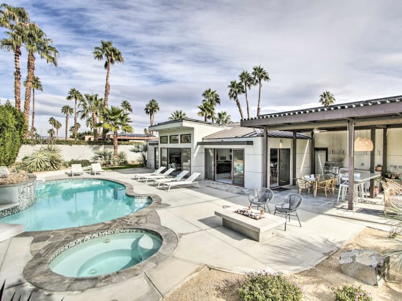 Pool at 'Hidalgo House' in Palm Springs with Mountain Views