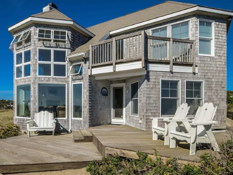STUNNING OCEANFRONT PROPERTY W/AMAZING VIEWS!