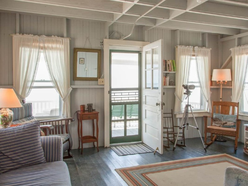 Direct waterfront beach cottage