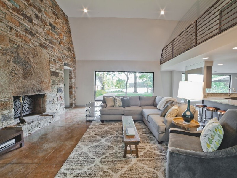 6000 sq ft Newly Remodeled Private, Lake, Nature