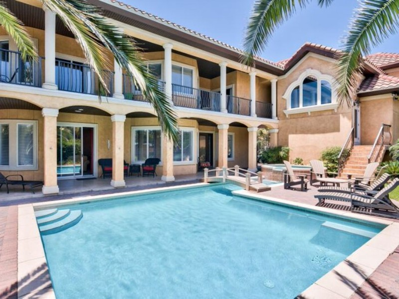 5-Bedroom Home with Private Pool – Destin