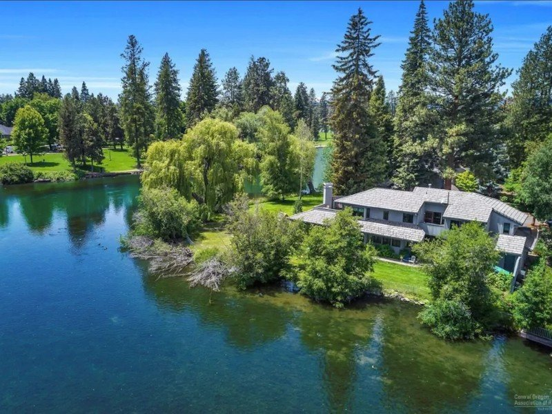 Waterfront home on Mirror Pond is steps away from Downtown Bend