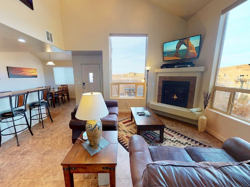 Curtis La Vista ~ 7A1, 360 Views and Right Next to Pool and Basketball Court