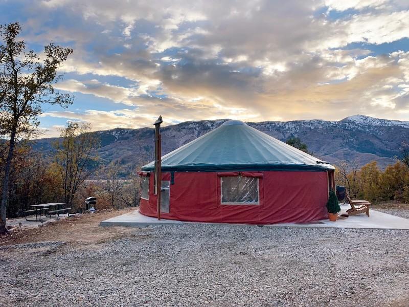 Horseshoe Holler, 30 ft Luxury Yurt in Eden, UT
