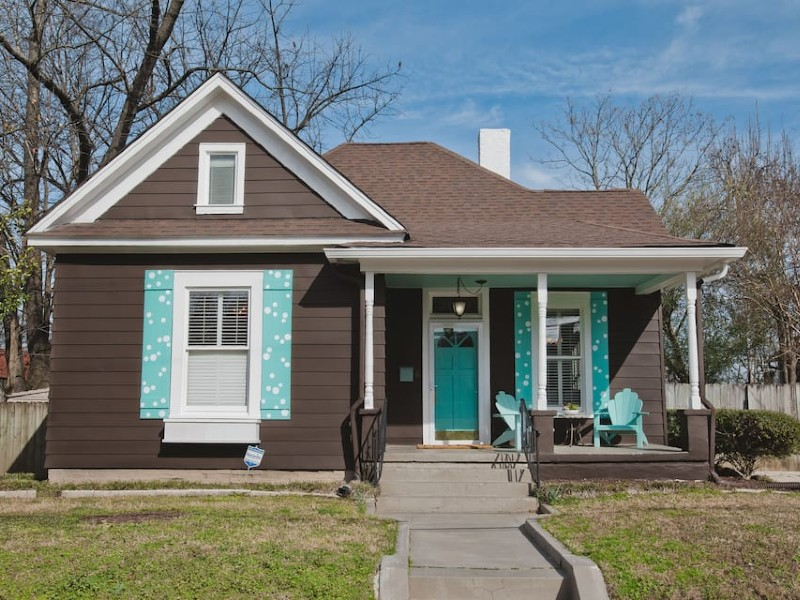 The Painted Shutter Cottage In perfect location