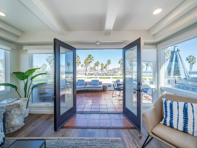 Ocean View Home Sleeps 12 Rooftop Deck Parking BBQ