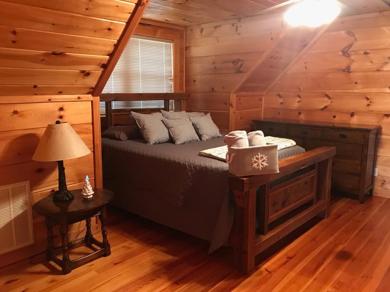 Convenient, cozy cabin in the heart of Ocoee Tn