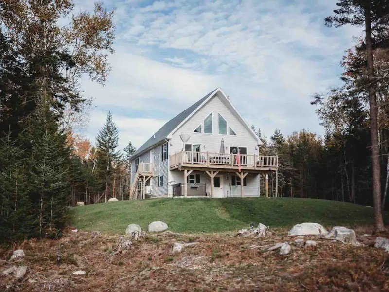 View of A Waterfront Home on the Rugged Maine Coast