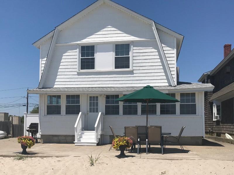 Amazing Beach House on Fairfield Beach