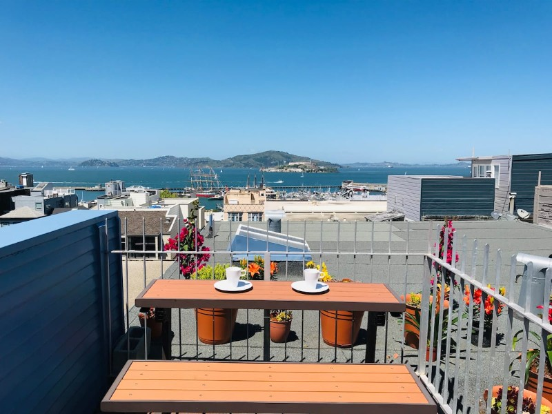 Bayview Penthouse: Private Bedroom & Private Bath