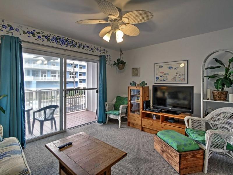 Living Area - Central Ocean City Condo w/ Patio