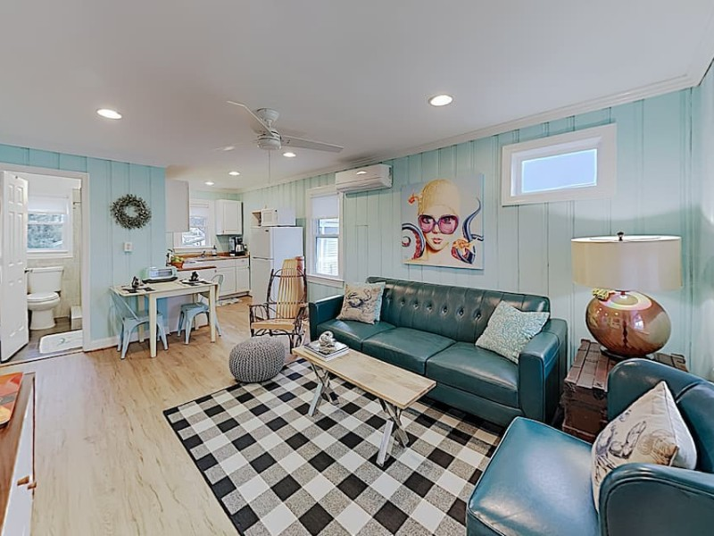 Living area - Condo with Walkable Downtown Locale