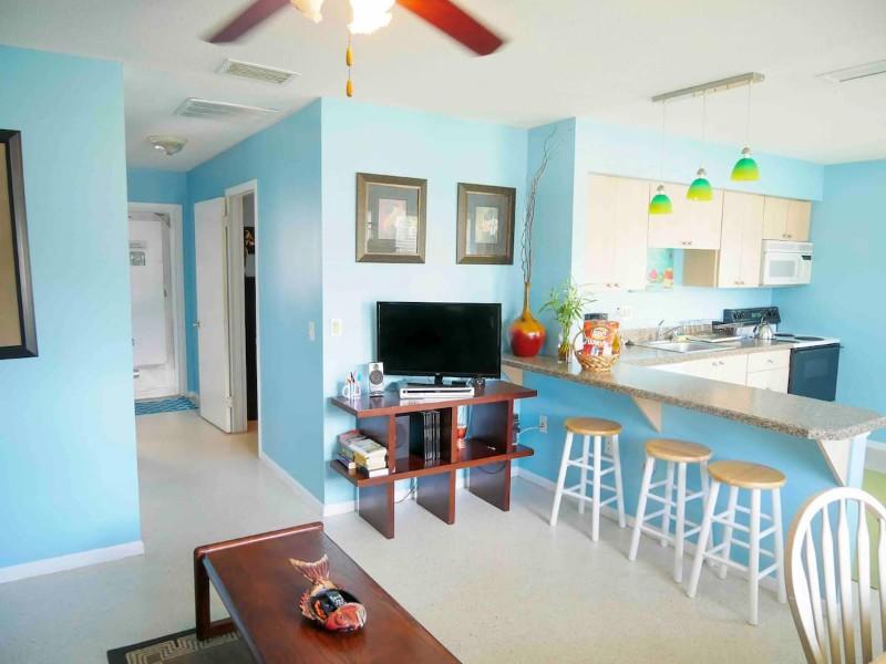 Inside Cozy Beach House 800 Steps to Beach