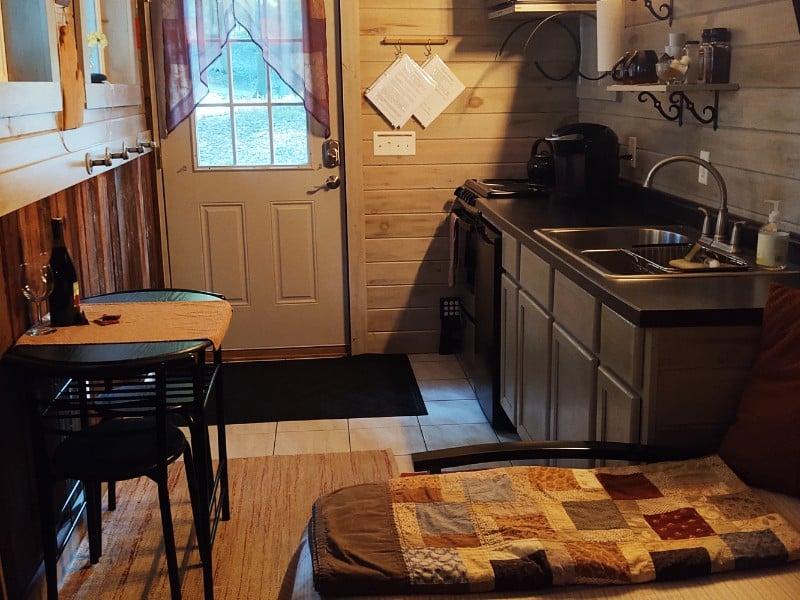 Cozy Tiny House in the Woods, Freeport