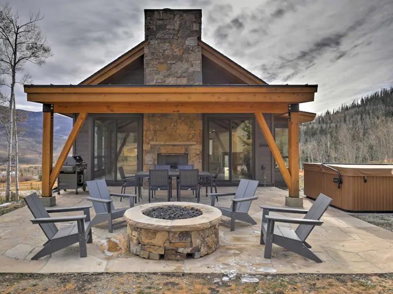 Hot Tub & Mountain Views at Modern Silverthorne Retreat