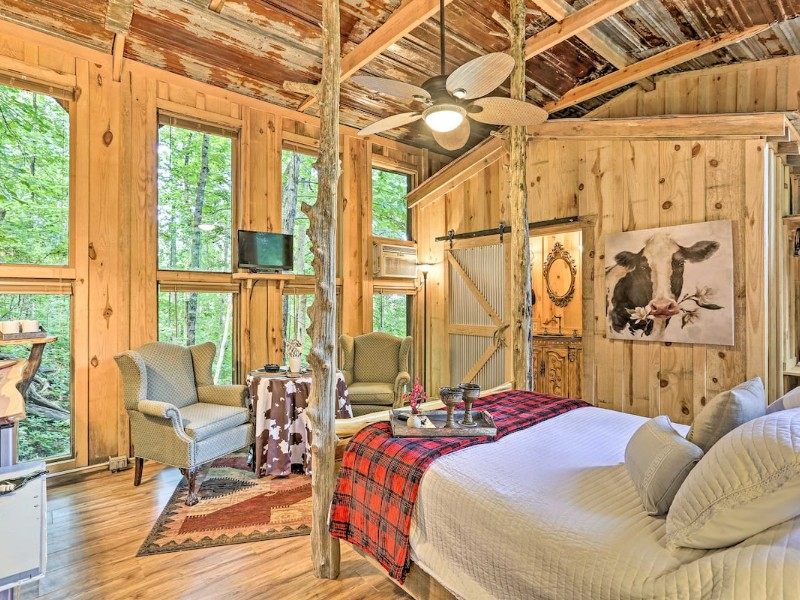 Interior of Intimate Treehouse Retreat for 2 by Mentone