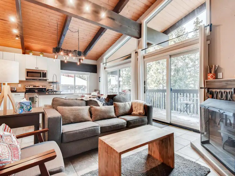 Inviting Cozy East Vail Condo On Gore Creek
