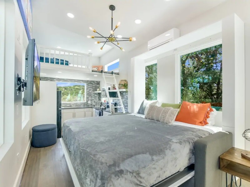 Luxury Lake Travis Hill Country Cottage in Spicewood