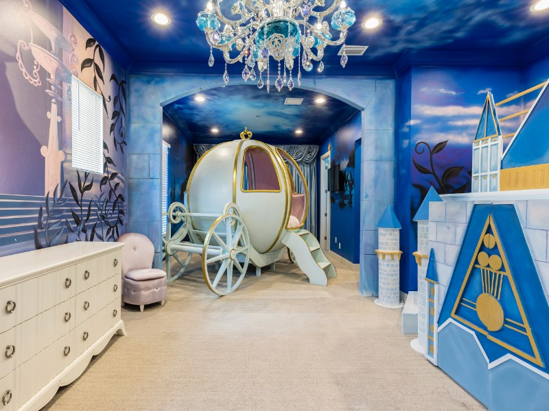 Mansion with Cinderella & Star Wars Themed Rooms - Kissimmee, Florida
