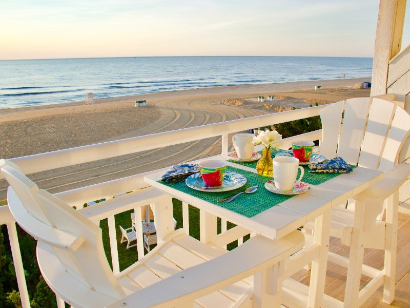 Oceanfront Beach Studio with Exceptional Views