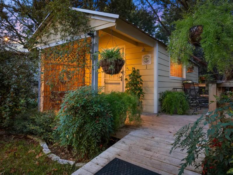 Shaker-Inspired Tiny House in Waco