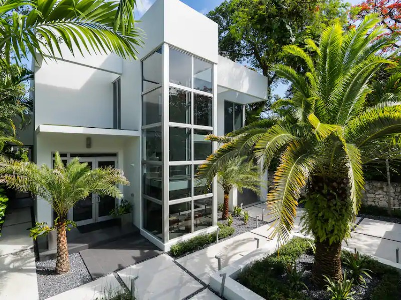 Stunning Modern House in Brickell with Rooftop