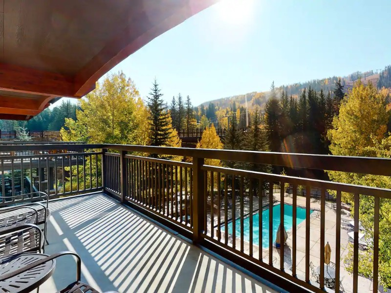 Stylish, Hotel-Style Studio with Shared Pool & Hot Tubs