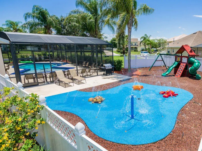 Themed Rooms, Movie Theater, Swing Set & Splash Pad – Kissimmee