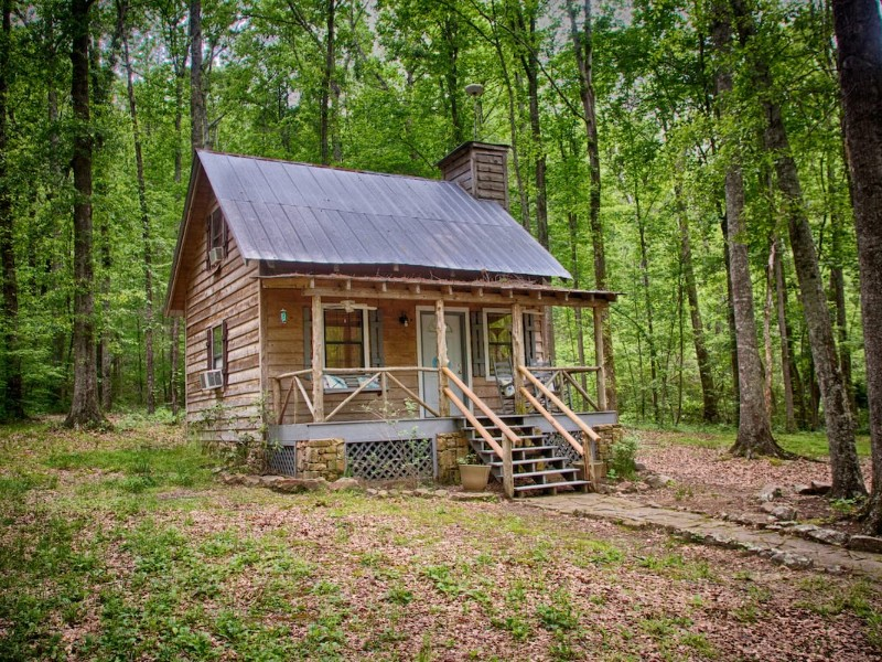 Outside of Whippoorwill Creek Ranch Cabin