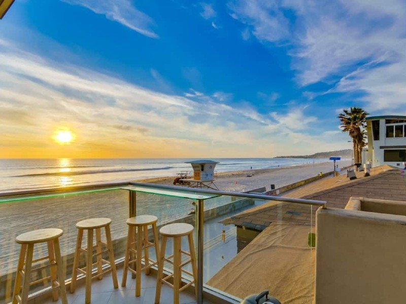 2 Story + Ocean Front + AC + Exclusive View Deck