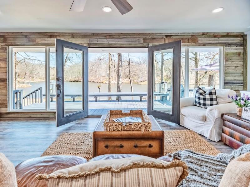 Stunning Memphis Lake Front Home
