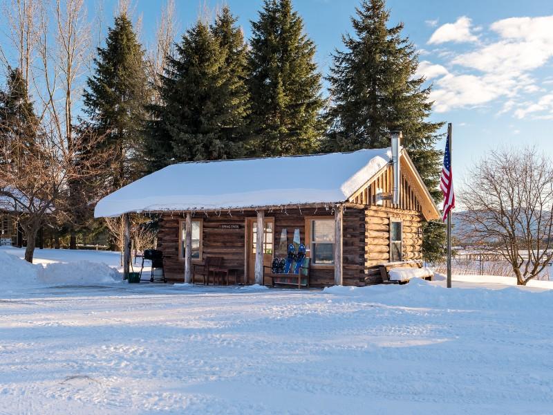 Cabin on Spring Creek Pond