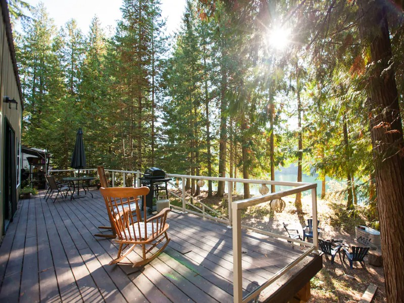 Romantic Waterfront Shabby Chic Cabin on the Clark Fork River