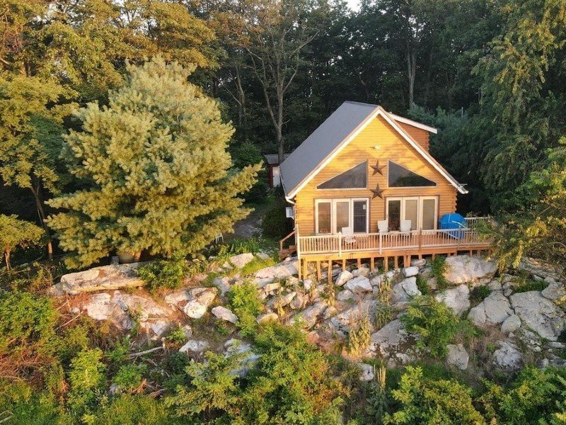Cacapon Heights Cabin with a gorgeous view