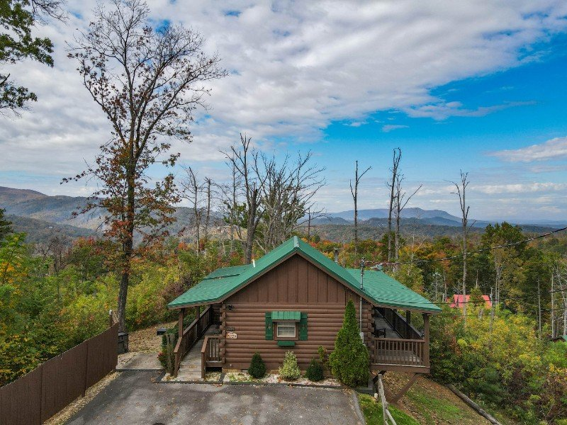 Cabin with Amazing Views, Hot Tub, Pool Table & Fireplace