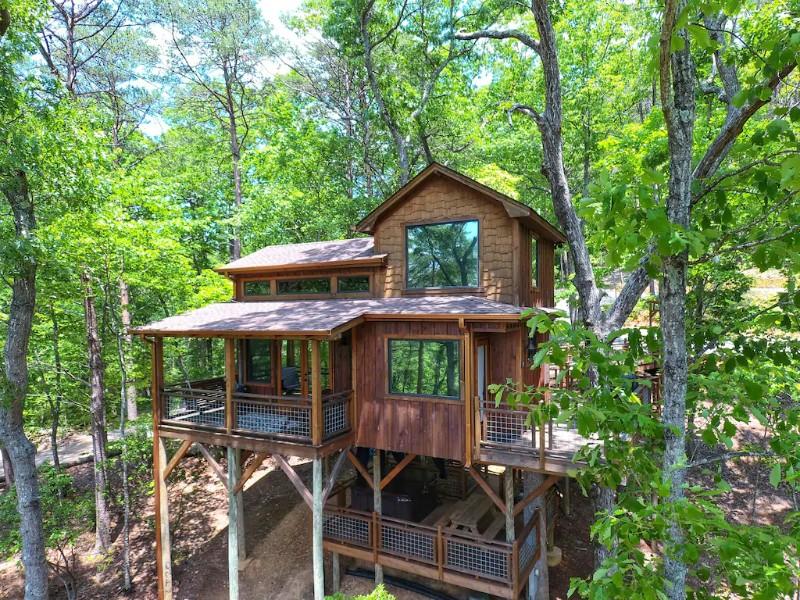 Canopy Blue Luxury Treehouse