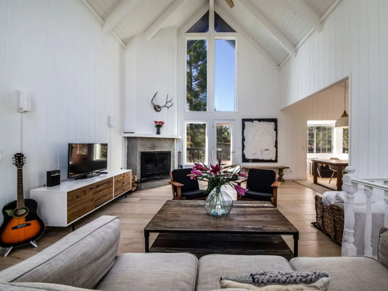Chic Lake House with Deck & Huge Backyard