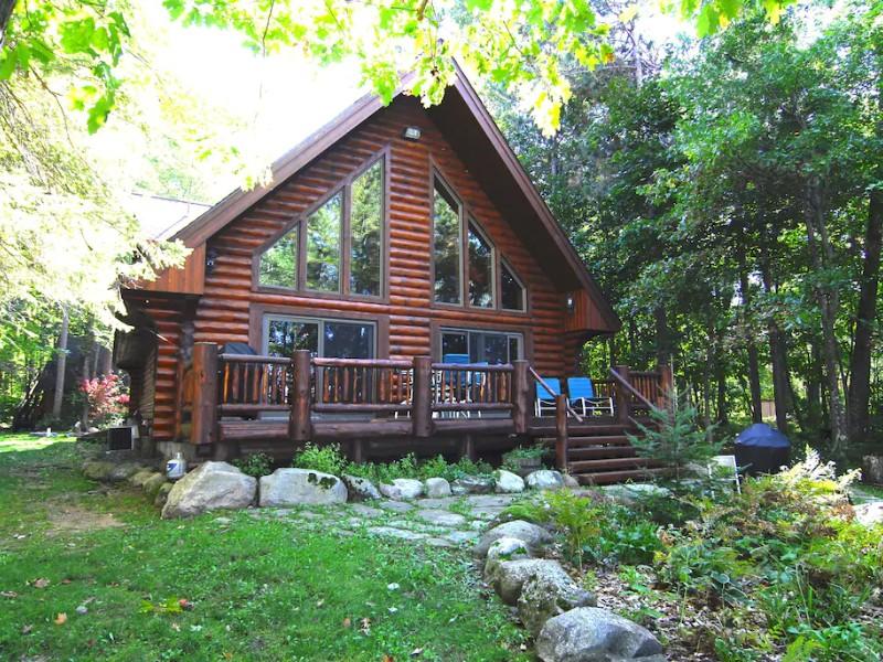 Exterior of Eaglesnest-Log home on Lake Chippewa