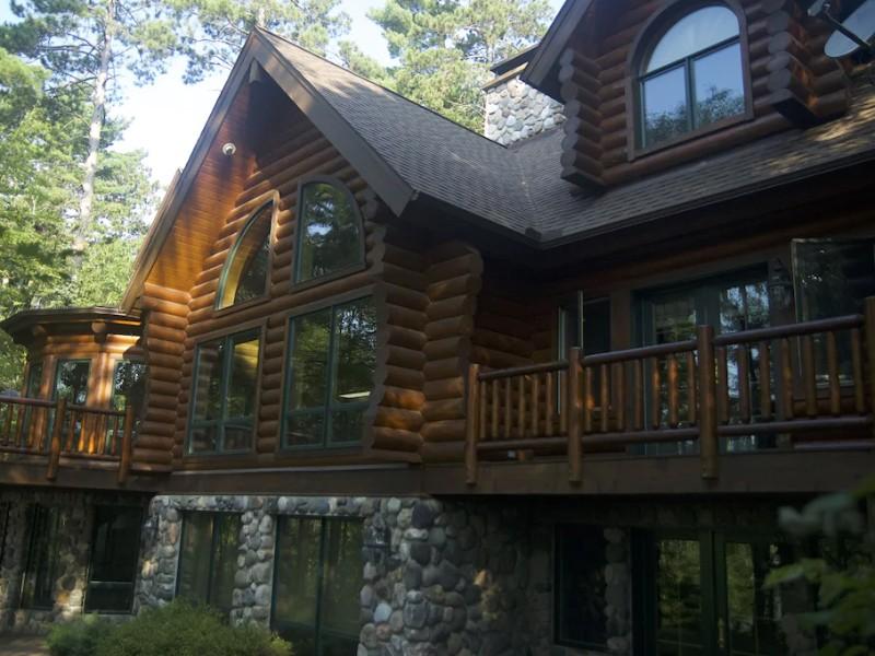 Exterior of Exceptional Log Home Living Retreat