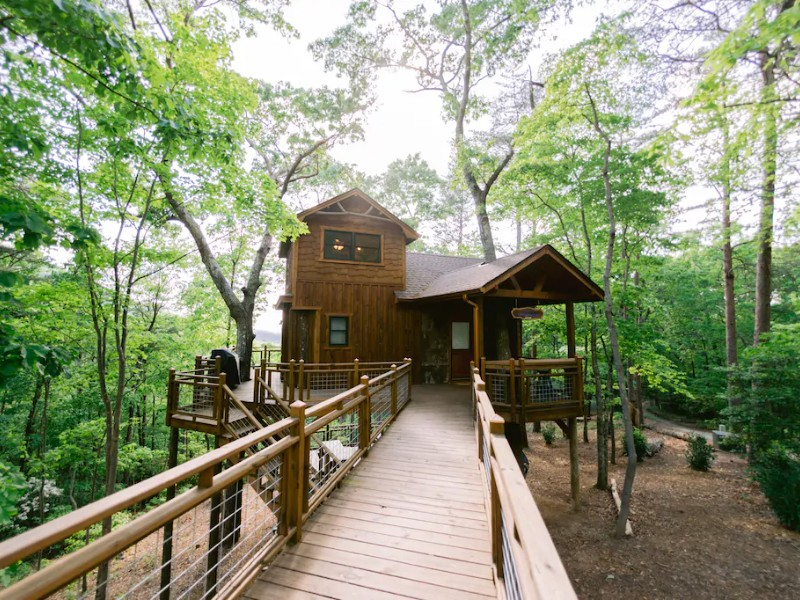 Luxury Treehouse with Hot Tub, Fire Pit & Swing Bed - Blue Ridge, Georgia